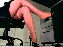 Your Body Weakens as You Submit to Hypnotic Legs