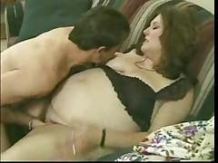 Belle grosse poilue bien baisee
