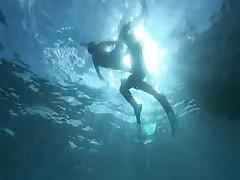 Hotlegs-sex under water