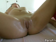 Gorgeus Girl Gets Perverted Massage.p4