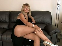 Hairy mom at home pussy rub