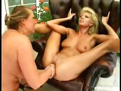Crazy Fisting And Squirting!
