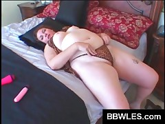 Hottie BBW Chick Fingering And Toying Wet Beaver