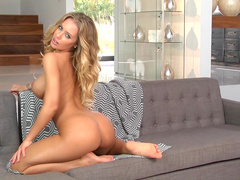 Hot blonde Nicole Aniston is demonstrating her cute ass