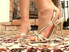 Sweet brunette Orchidea in a sexy foot fetish scene