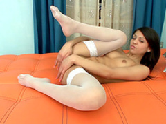 Cute brunette Malusha stretches her pussy