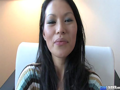 Asian laid hardcore in fancy hotel room