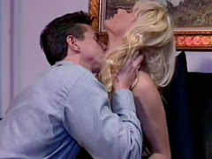 Glamorous blonde gets her pussy licked