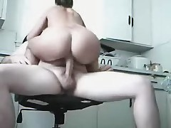 Amatuers fuck in the kitchen