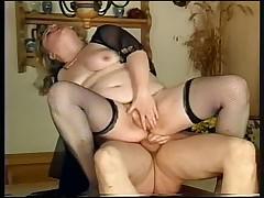 Fat Bottom Girls, Szene 1